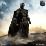 ONE:12 Collective Justice League Tactical Suit Batman 1/12 Mezco